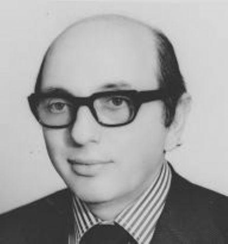 Dr. Ali Ertuğrul; 1923 yılında Hemşin'de doğdu. Evli ve bir kız, bir erkek 2 çocuğu, 4 torunu vardır. - ali.ertugrul